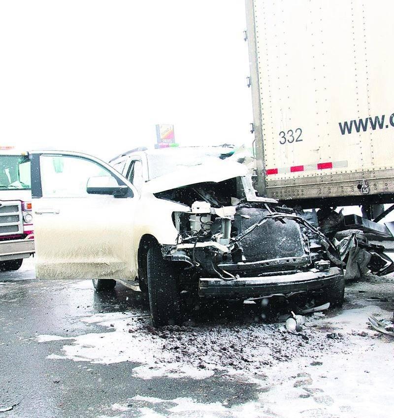 La conductrice du VUS, Diane Girard, de Warwick, n'a pas survécu à l'impact avec le poid lourd. Photo Bruno Beauregard