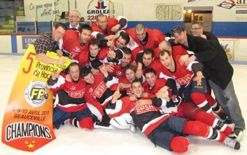 La Machine Rouge de l'ÉPSH, championne 2011 du tournoi provincial de hockey des centres de formation professionnelle.