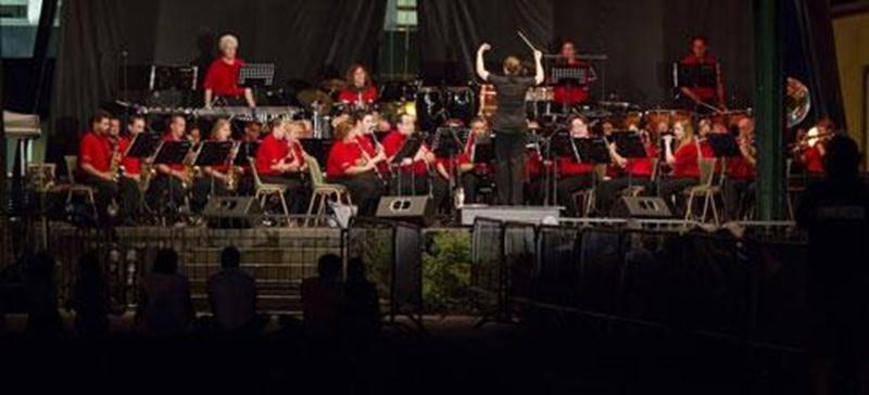 La Société Philharmonique de Saint-Hyacinthe dans le parc Casimir-Dessaulles lors des Beaux mardis de Casimir l'an dernier.