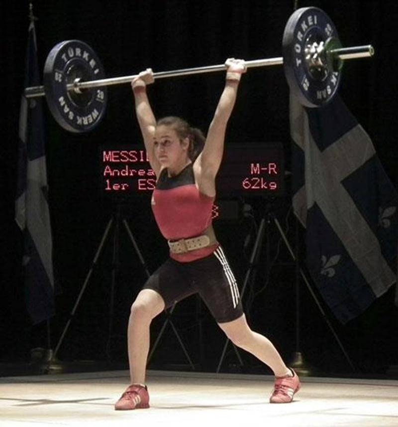 Andréanne Messier lors de sa tentative à 62 kg à l'épaulé-jeté au Championnat junior québécois d'haltérophilie. Au terme de la compétition, elle a levé 67 kg à l'épaulé-jeté, un record personnel.