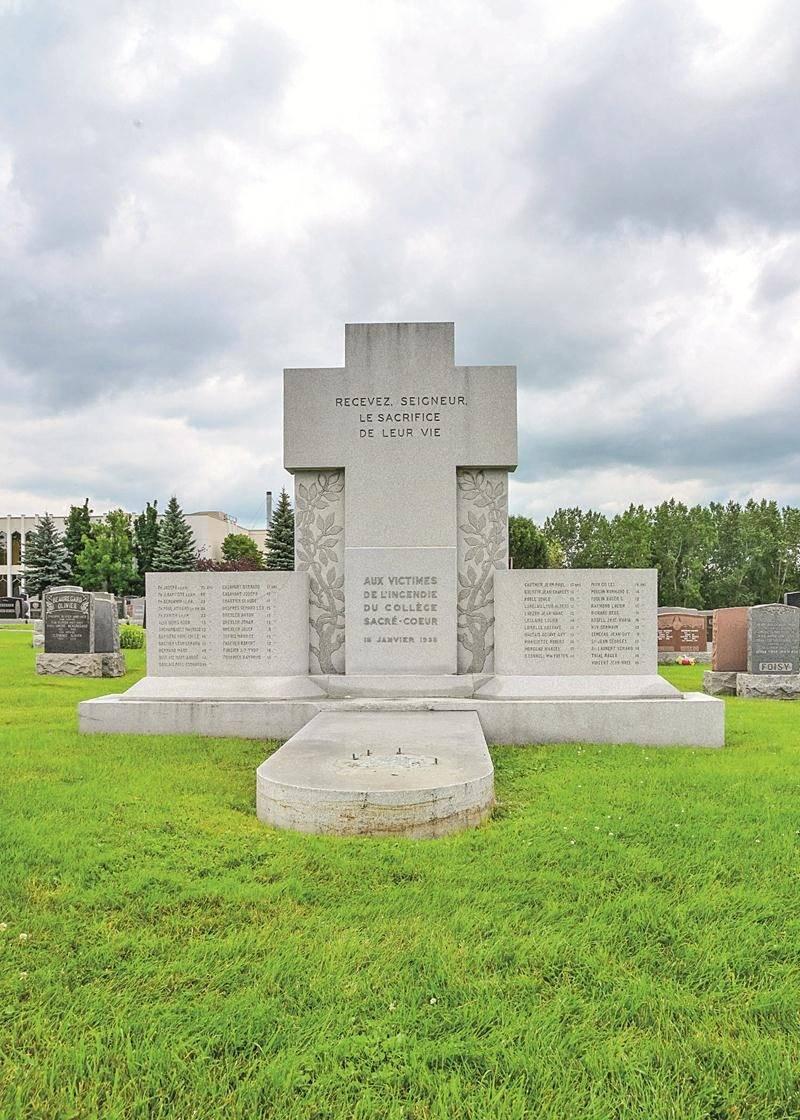 « C'est une partie de notre patrimoine funéraire que l'on vient de perdre », se désole Daniel Lapierre, directeur général du cimetière de la Cathédrale. Photo François Larivière | Le Courrier ©