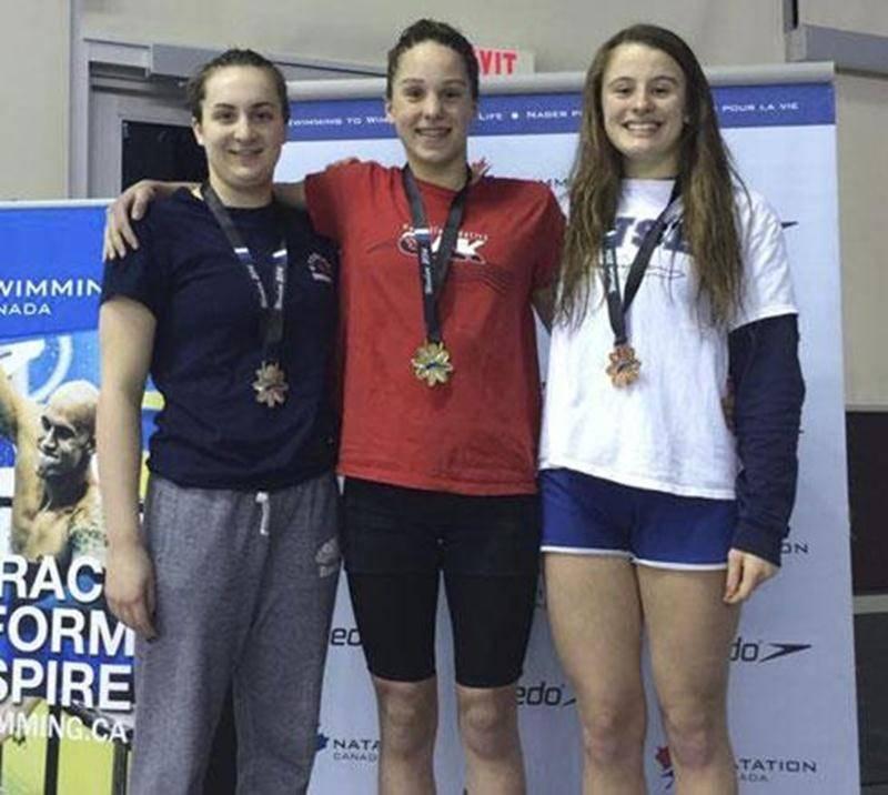 Sara-Jade Lamontagne (à droite) a terminé au troisième rang au 400m libre au Championnat canadien de l'Est.