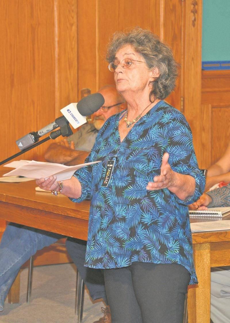 Nicole Jetté s'était présentée devant le conseil le 7 août pour informer le maire Claude Corbeil qu'elle avait transmis une demande d'enquête à la CMQ concernant son administration.  Photothèque | Le Courrier ©