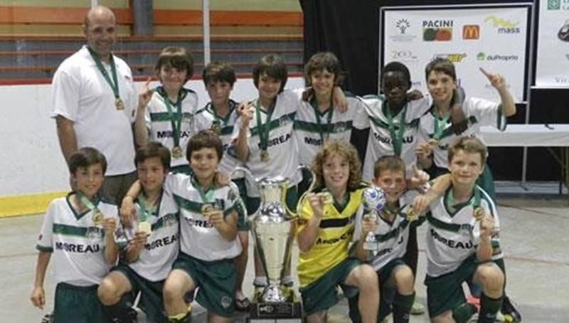 Le FC Saint-Hyacinthe U11 AA masculin a remporté le tournoi de Victoriaville grâce à une victoire en tirs de barrage contre le Cosmos de Granby en grande finale. Les deux équipes s'étaient livré un match âprement disputé en ronde préliminaire alors que Granby avait remporté les honneurs avec seulement un but d'avance. Avec une fiche de deux victoires et une défaite après les rencontres préliminaires, le FC Saint-Hyacinthe a accédé aux demi-finales où il a battu le club de soccer Roussillon (CSR)