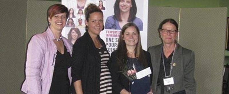 Sur la photo, de gauche à droite :Lucie Tremblay, présidente-directrice générale OIIQ; Julie Lafond, professeur au Cégep de Saint-Hyacinthe; Marie-Frédérique Labonté, étudiante du Cégep de Saint-Hyacinthe; et Denise Gaudreau, présidente ORIIM.