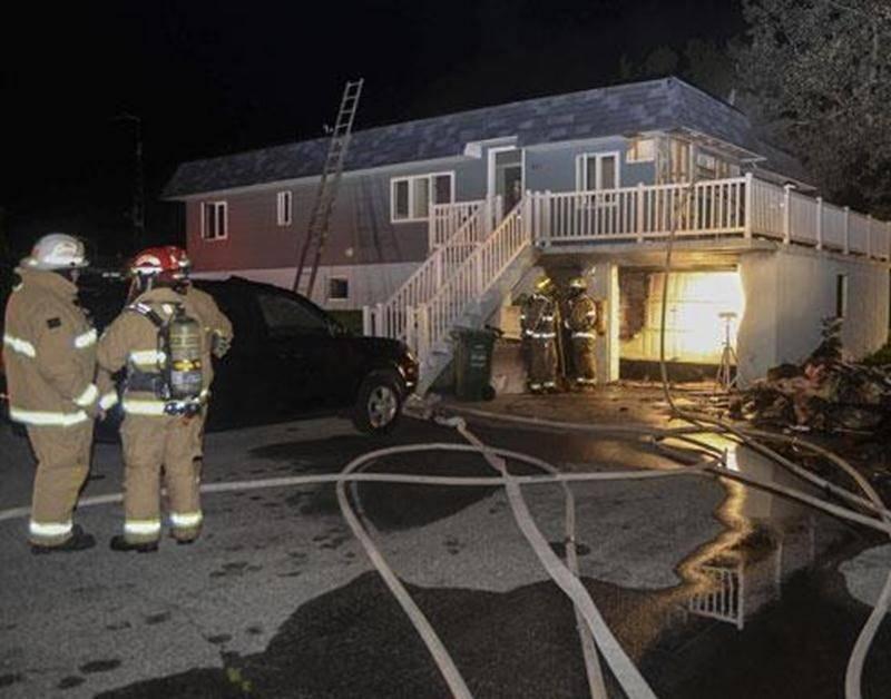 Un incendie a jeté cinq résidents de Saint-Dominique à la rue dans la nuit de mardi à mercredi. Les premières flammes sont apparues dans le garage d'une demeure de la rue Plage-au-Sable vers 0 h 40. En plus des pompiers de Saint-Dominique, ceux de Saint-Pie et Saint-Valérien ont participé à l'intervention. La cause exacte de l'incendie n'est pas connue. Les cinq résidents ont été pris en charge par la Croix-Rouge.