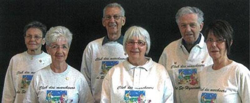 Le Club des marcheurs a tenu son assemblée générale annuelle récemment et présente les membres qui composent le conseil d'administration pour la prochaine année. À l'avant, de gauche à droite : Pierrette Binette, secrétaire; Louise Tanguay, présidente; et Lisette Mignot, vice-présidente. À l'arrière, dans le même ordre : Raymonde Ménard, directrice; Roger Binette, trésorier; et Alfred Tessier, directeur.