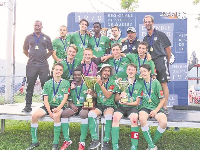 Le FC Saint-Hyacinthe U16 masculin A, champion de la Coupe des Grands A. Photo Courtoisie