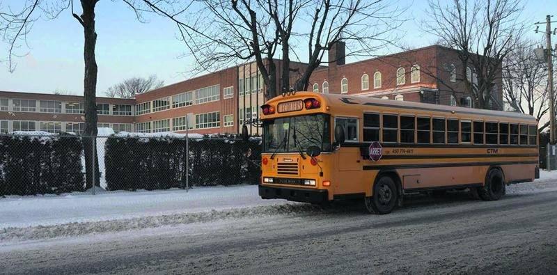 Les cours ont été suspendus à l'école secondaire Casavant le 8 janvier en raison d'un bris du système de chauffage.  Photo François Larivière | Le Courrier ©