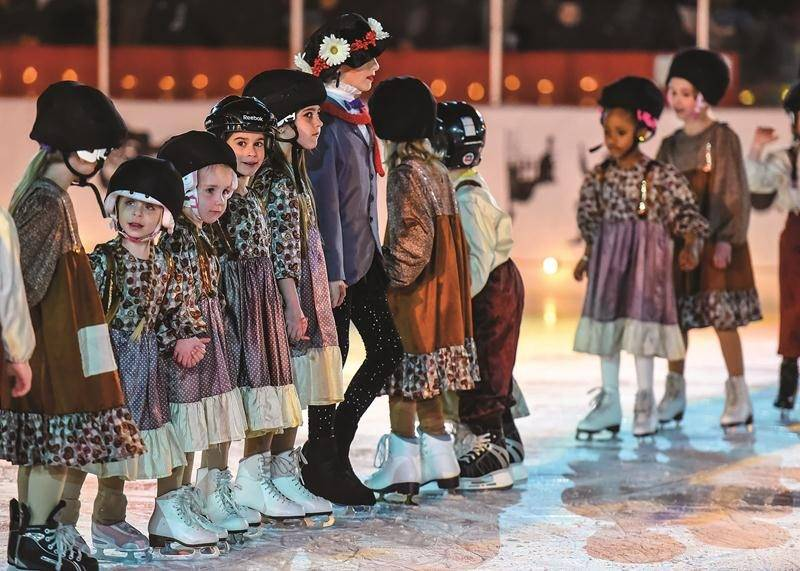 Ces jeunes patineuses nous plongent dans l'univers de Mary Poppins.  Photos François Larivière | Le Courrier ©
