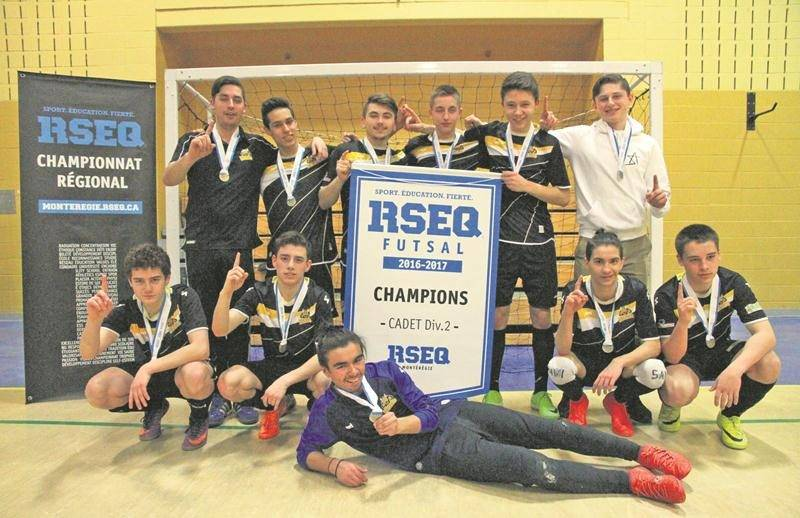 L'une des équipes maskoutaines qui ont obtenu leur laissez-passer pour le championnat provincial de futsal scolaire, l'école secondaire Fadette en classe cadet masculin D2.Photo Courtoisie RSEQ