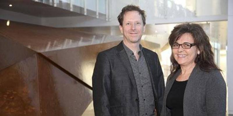 Jean-Sylvain Bourdelais, nouveau directeur général du Centre des arts Juliette-Lassonde, aux côtés de France Guilmain, directrice artistique.