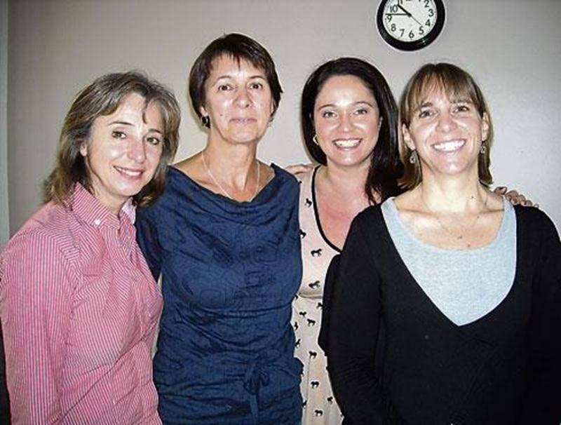 Sur la photo, de gauche à droite : Lise Tétreault, coordonnatrice des étudiantes à l'activité Apprendre Autrement pour le Cégep de Saint-Hyacinthe; Claire Marchand, éducatrice; Caroline Simard, agente de relations humaines; et Marie-Josée Tremblay, chef de service - équipe Enfance Saint-Hyacinthe.