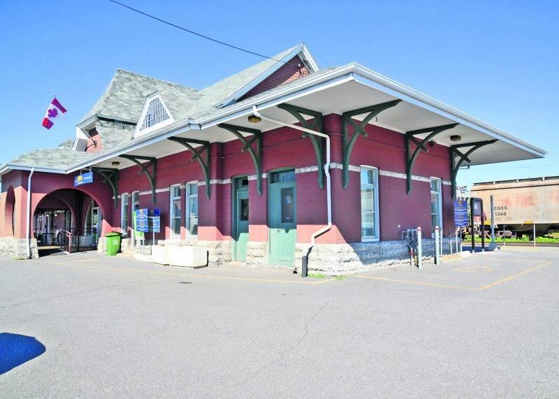 Plus de trains pourraient passer à Saint-Hyacinthe si le projet de VIA Rail va de l'avant. Plusieurs chambres de commerce de l'axe Québec-Montréal ont appuyé le projet dans une lettre ouverte parue dans l'édition du COURRIER du 8 septembre. Photo François Larivière | Le Courrier ©