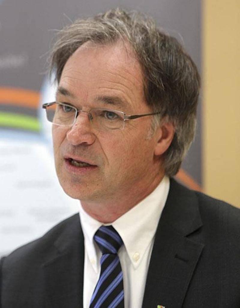 En s'imposant un effort financier de 2,4 M$ l'an prochain, Richard Flibotte, président de la CSSH, anticipe les coups de sabre gouvernementaux pouvant affecter son budget.