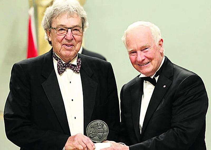 Alain Guilbert a reçu récemment le Prix spécial Michener-Baxter des mains de David Johnston, Gouverneur général du Canada, lors d'une cérémonie tenue à Rideau Hall. Photo Fondation des Prix Michener