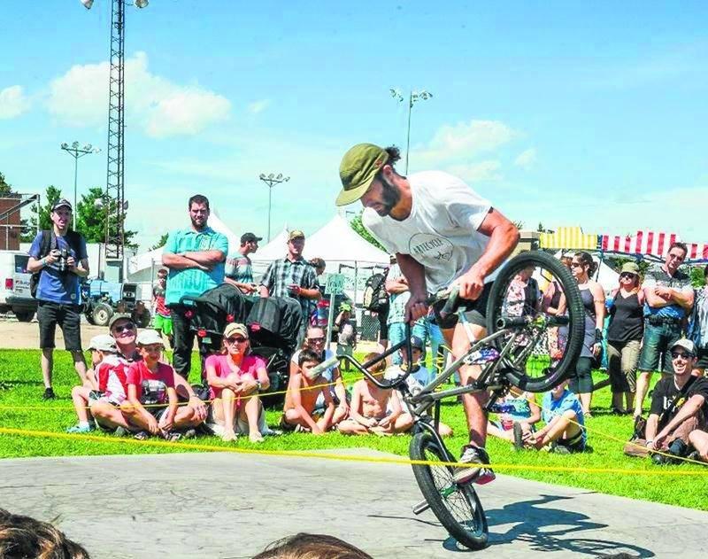 Maintes activités ont été offertes, les démonstrations de BMX en faisaient partie.  Photo François Larivière | Le Courrier ©