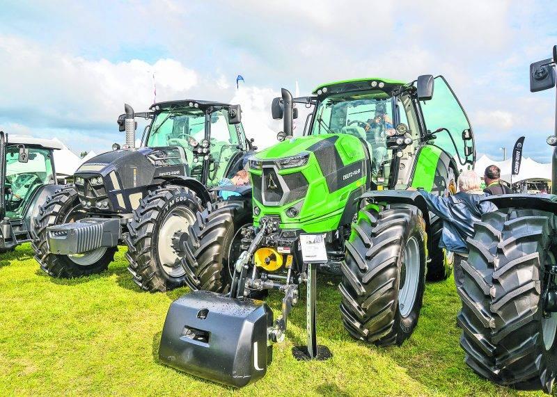 Ce tracteur haut de gamme de marque Deutz-Fahr a décroché la médaille d'or pour son design à la prestigieuse foire agricole d'Hanovre en Allemagne. Les modèles de série 6 offrent une nouvelle transmission, davantage de confort et une cabine encore plus insonorisée.
