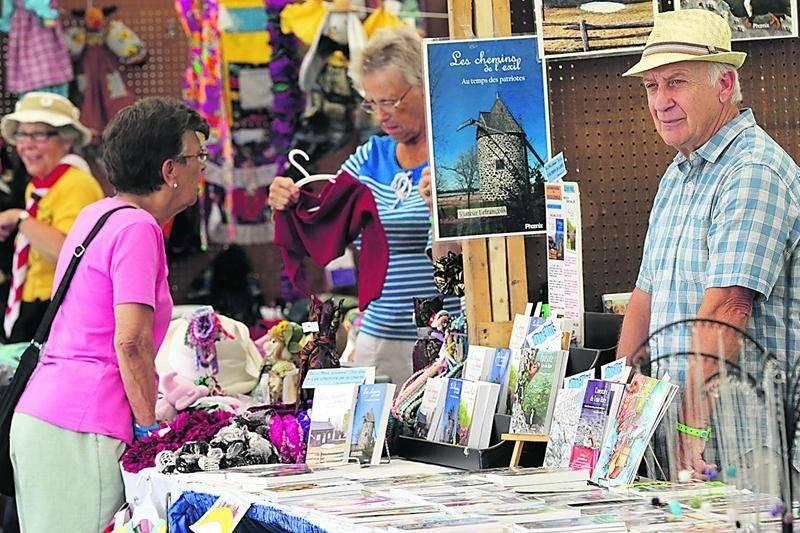 Des dizaines d'artisans étaient sur place afin de faire valoir le talent local.  Photo Robert Gosselin | Le Courrier ©