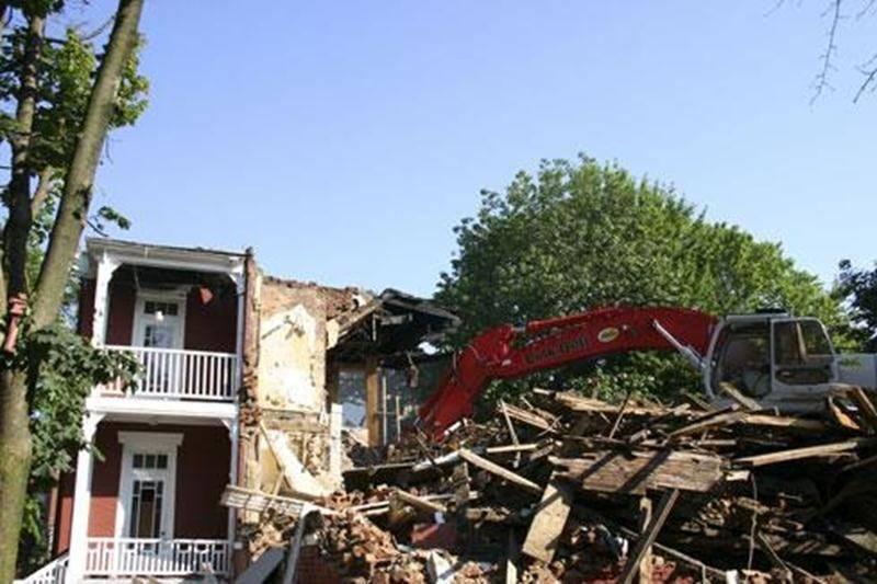 La Ville de Saint-Hyacinthe a accordé une subvention de 2 000 $ aux propriétaires de la maison Dessaulles afin de permettre sa démolition.