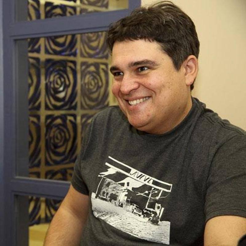Patrick Foisy signe les dessins qui figurent sur les <em>t-shirts</em> de la collection automne-hiver 2012 de l'entreprise québécoise <em>Avive</em>.