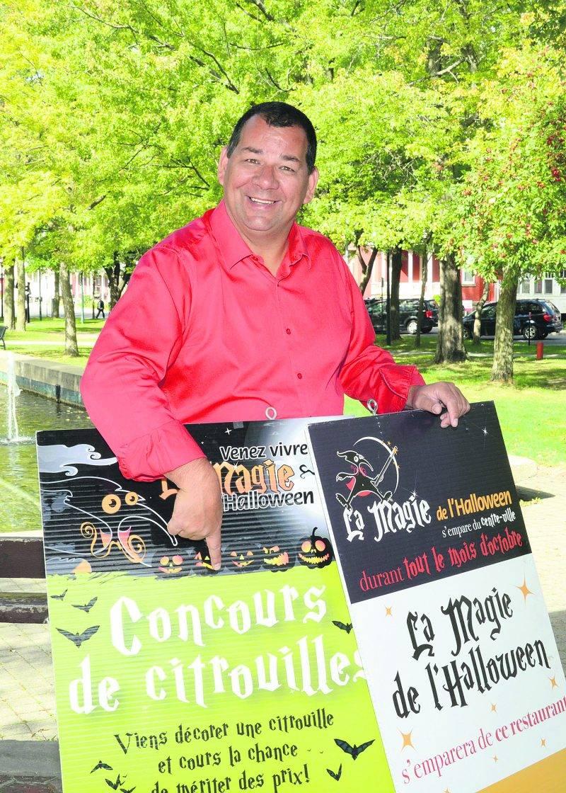 Après une pause de quatre ans, Joël Bérard relance La magie de l'Halloween avec une série d'activités au centre-ville de Saint-Hyacinthe, dont le concours de citrouilles qui regroupera 3 200 citrouilles décorées par les élèves de la Commission scolaire de Saint-Hyacinthe.