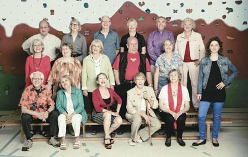 Jeune de Chœur regroupe 16 choristes âgés de 70 ans et plus dans un répertoire actuel et varié.