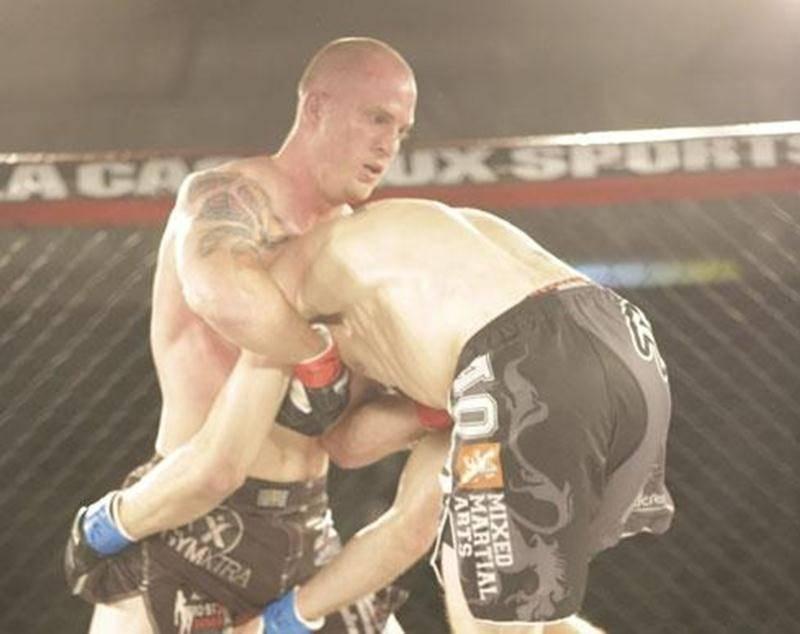 Alex Laramée a savouré sa deuxième victoire en trois sorties lors du gala Empire MMA 1 à Mont-Saint-Hilaire samedi.