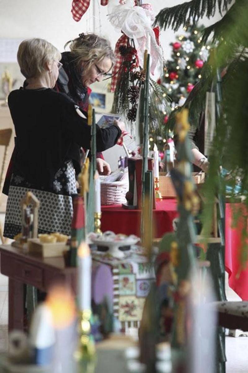 L'exposition <em>Légendes et traditions de Noël</em> présente les créations artisanales de sept artisans, faites quasi entièrement de matériel recyclé.