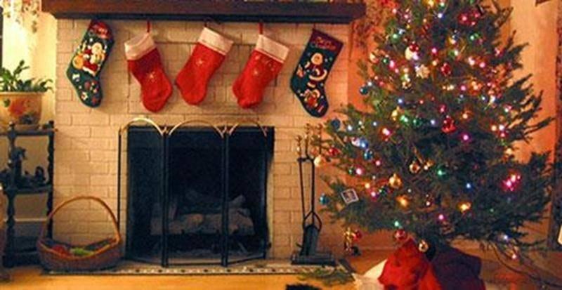 Le sapin décoré fait partie de tout décor traditionnel de Noël.