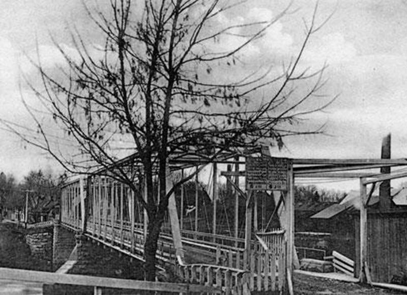 Pont de la Société avant 1913. À l'entrée, barrière pour le péage.