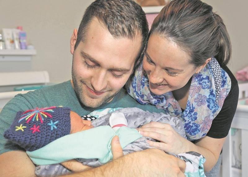 Rose a même son propre bonnet du premier bébé de l'année, gracieuseté de l'infirmière Karine Sirois.  Photo Robert Gosselin | Le Courrier ©