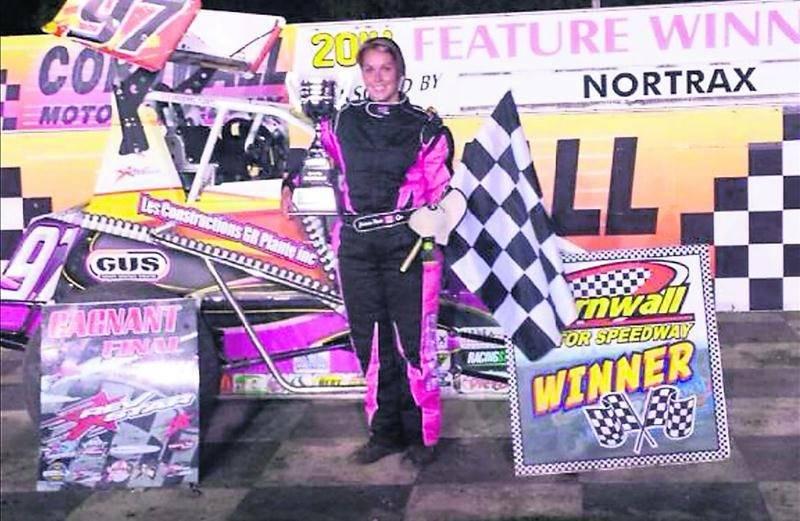 Josianne Plante est montée sur la plus haute marche du podium au Cornwall Motor Speedway le 24 août. Photo Courtoisie