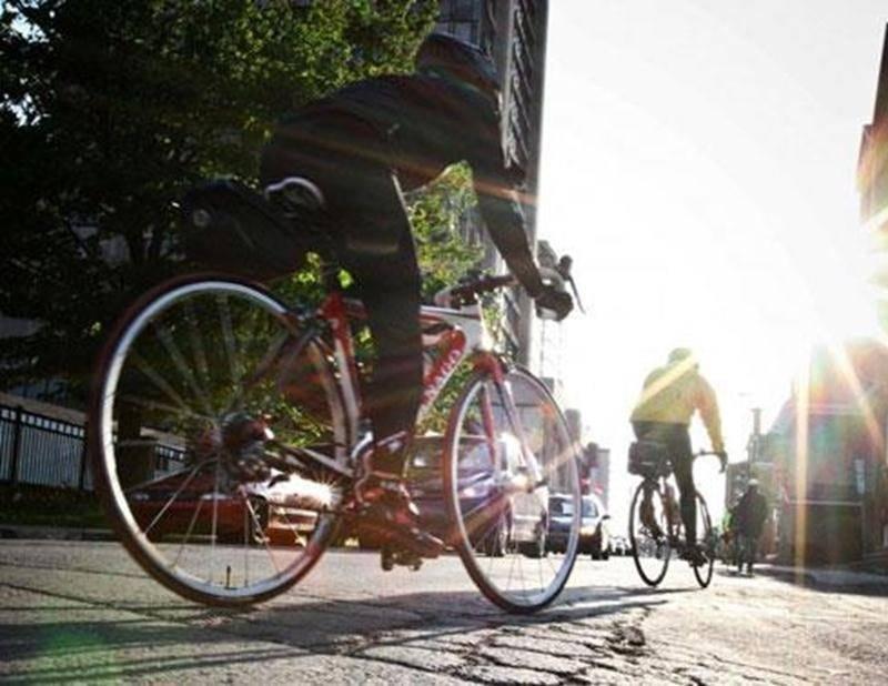 Le Vélo Club Saint-Hyacinthe organise à nouveau le Tour du Silence pour la région maskoutaine le mercredi 21 mai à 18 h 30. L'activité qui se tient simultanément à l'échelle provinciale est la plus grande initiative de sensibilisation active à la sécurité cycliste et routière. Cette randonnée « silencieuse » est également le moment de se recueillir et d'avoir une pensée pour tous les cyclistes décédés ou blessés sur nos routes durant la dernière année. Venez rouler avec nous pour une bonne cause