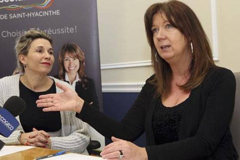 La directrice des services éducatifs de la CSSH, Karina St-Germain et l'organisatrice de Primaire en spectacle, Josée Desmarais.