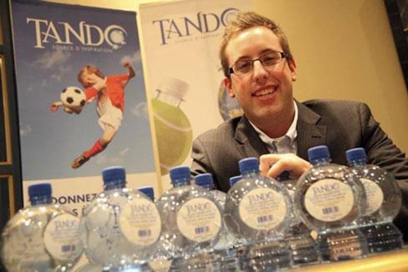 Raphaël Gosselin-Deschesnes a réussi à séduire les dragons Daniele Henkel et Gaétan Frigon avec Tando. Ils ont investi 50 000 $ pour mettre la main sur 33 % des parts de l'entreprise maskoutaine.