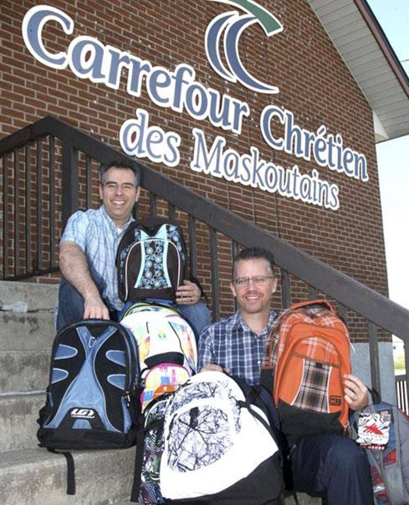 Le pasteur Guy Gosselin, à droite, accompagné du pasteur David Chassé, est à la recherche de commanditaires pour que les jeunes dans le besoin à Saint-Hyacinthe puissent vivre un « Retour à l'école VIP » à l'automne.
