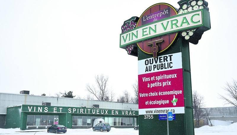 Le bâtiment où loge le comptoir Vin en Vrac sur la rue Picard sera agrandi et la façade rafraîchie. Photo François Larivière | Le Courrier ©