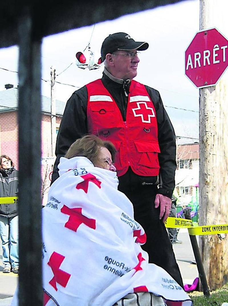 La Croix-Rouge canadienne, Division du Québec, est à la recherche de nouveaux bénévoles afin de compléter ses équipes d'intervention d'urgence dans la grande région de Saint-Hyacinthe. Les bénévoles Croix-Rouge aident principalement les victimes de sinistres, lors d'incendies ou d'inondations, en posant avec compassion des gestes qui apportent réconfort et chaleur humaine en plus de combler les besoins essentiels de ceux et celles qui ont tout perdu. En intégrant la grande famille de la