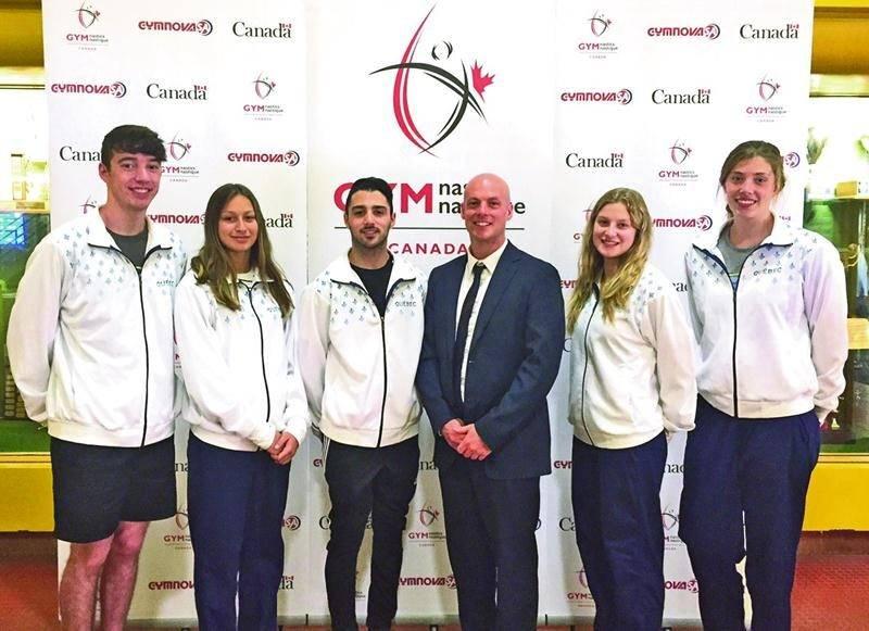 Nos représentants au championnat canadien de gymnastique, Jean-Philippe Camirand (tumbling), Maëlly Hamel (trampoline), Kevin Desjardins-Rodier (tumbling), l'entraîneur Sébastien Rajotte, Stéphanie Pelletier (trampoline) et Amélie Pietroniro-Savoie (trampoline). Photo Courtoisie