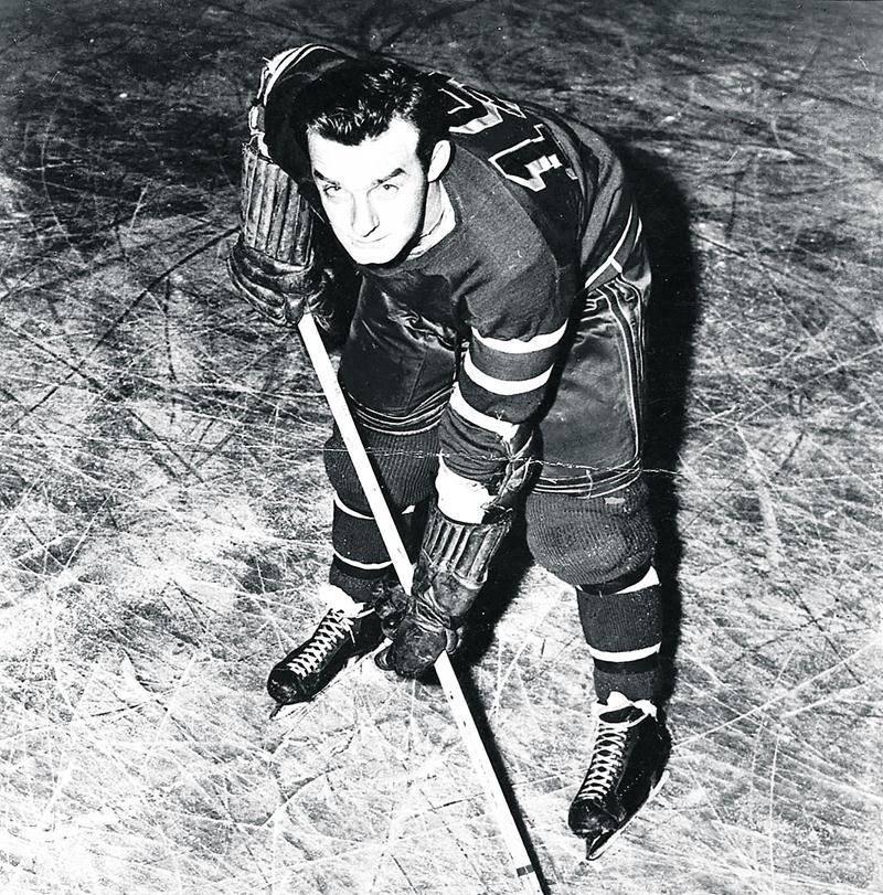 Oscar Aubuchon dans l'uniforme des Rangers de New York en 1944. Coll. Centre d'histoire de Saint-Hyacinthe.