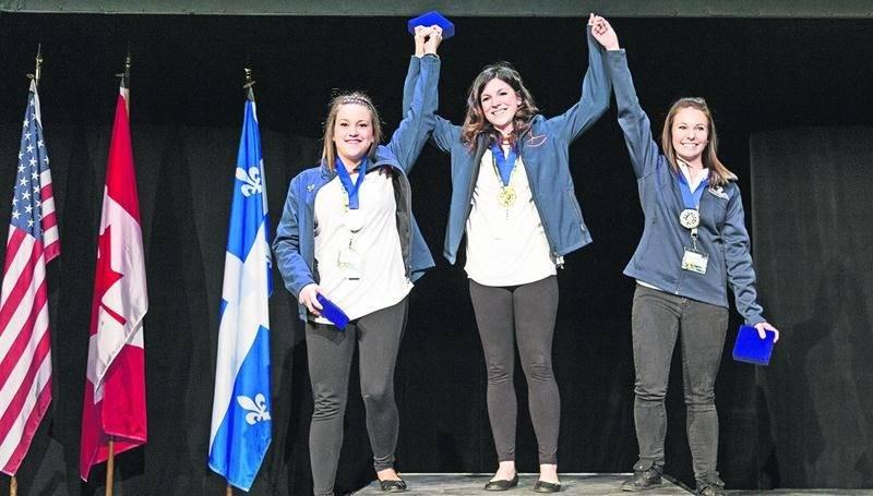 Marie-Christine Dumas sur le podium. Photo Compétences Québec