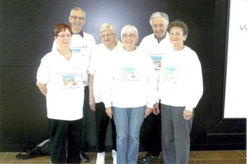 La direction du Club des marcheurs de Saint-Hyacinthe pour la saison 2014-2015 est composé de, à l'avant de gauche à droite, Claudette Talbot, secrétaire; Louise Tanguay, présidente; et Raymonde Ménard, directrice. À l'arrière, dans le même ordre, Roger Binette, trésorier; Marie Jodoin, directrice; et Alfred Tessier, vice-président. Le Club organise un voyage au Casino Rideau de Carleton le mardi 10 juin. Le coût est de 35 $. Pour plus d'informations, il suffit de contacter Alfred Tessier au 450