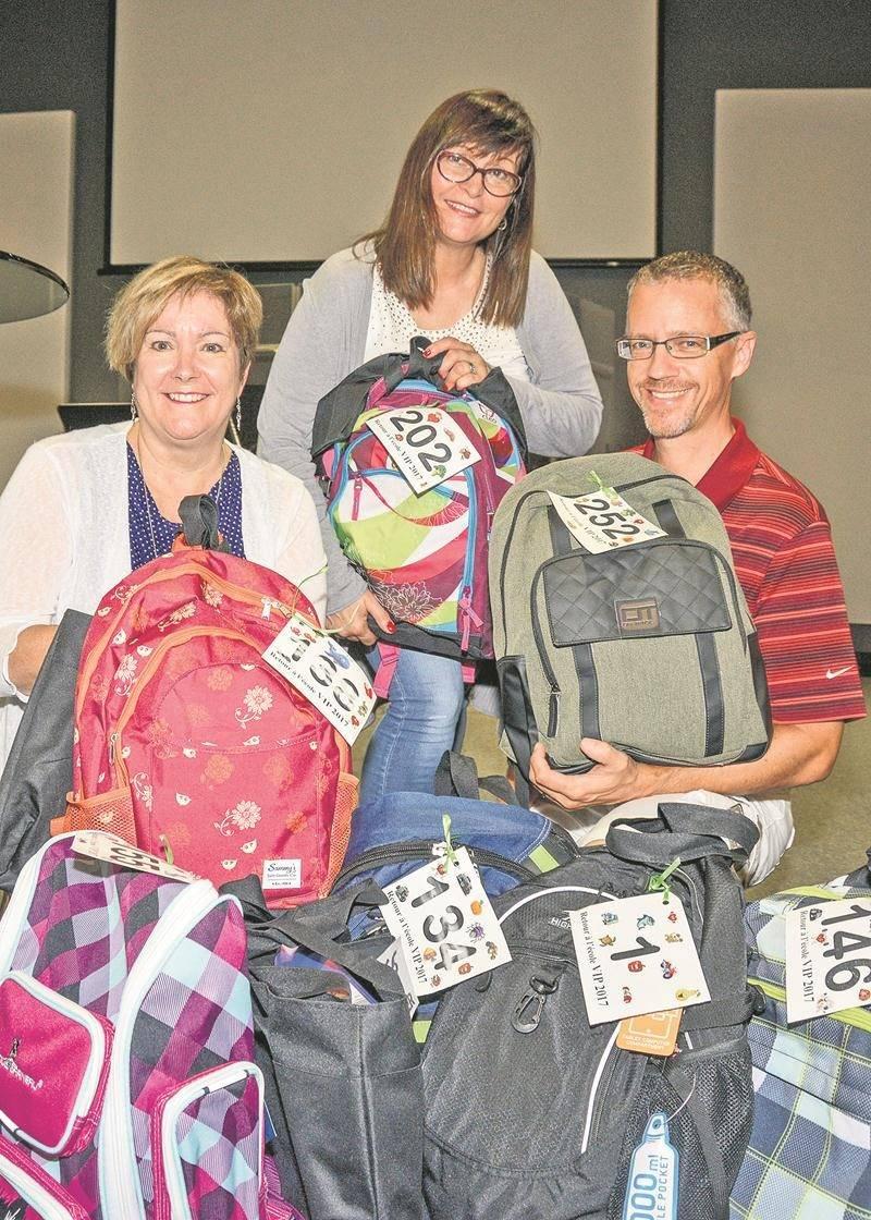 Le Carrefour Chrétien des Maskoutainsa distribué plus de 250 sacs à dos personnalisés pour permettre à des étudiants de familles plus démunies d'avoir une rentrée scolaire VIP.    Photo François Larivière | Le Courrier ©