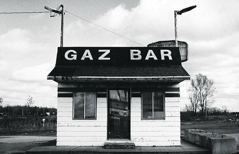Jean-François Tardif a reçu une bourse pourprésenter ses photographies sous le thème « Les vestiges de la 20 »lors d'une exposition à Trois-Rivières. Cette photographie sur gélatine d'argentreprésente un gaz bar à Saint-Liboire. Photo Jean-François Tardif