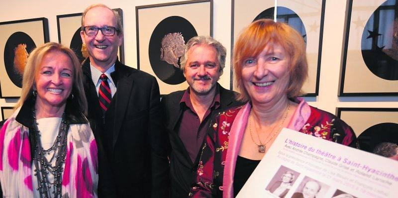 Les présidents d'honneur, Lise Blouin et François Leduc; avec Marcel Blouin, directeur général d'Expression; et Renée Laroche, coordonnatrice de la soirée L'histoire du théâtre à Saint-Hyacinthe.