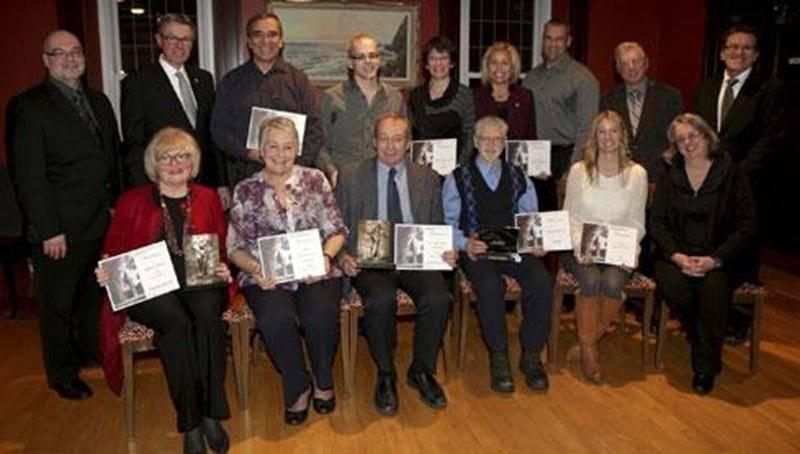 Les neuf candidats et récipiendaires aux prix Dollard-Morin, Prix d'Excellence du Réseau québécois Villes et Villages en Santé et au prix Claude Marchesseault ont été reçus pour une réception civique le 9 décembre à la Salle des Arts de l'Hôtel de Ville.