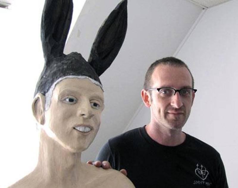 L'artiste Jean-Robert Drouillard présente l'exposition <em>Nous étions humains</em> dans le cadre d'<em>Orange</em>, évènement d'art actuel de Saint-Hyacinthe, jusqu'au 28 octobre à l'ancienne Ressourcerie.