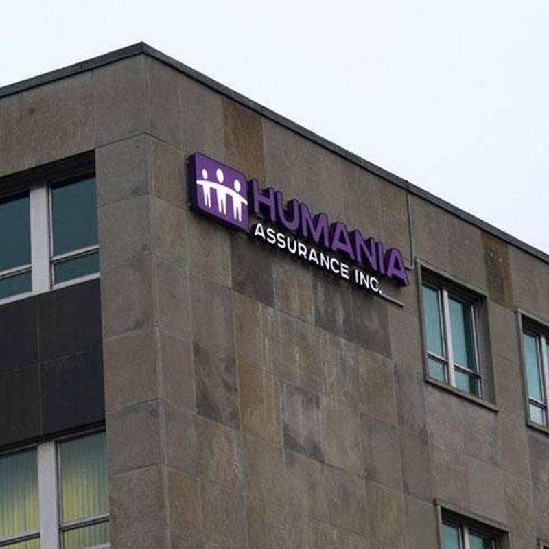 Sept mois après avoir délaissé le nom La Survivance, compagnie mutuelle d'assurance vie au profit de Humania Assurance, la mutuelle de Saint-Hyacinthe a officialisé le tout en modifiant l'apparence de son siège social de la rue Girouard à Saint-Hyacinthe. Le nouveau logo est du plus bel effet.