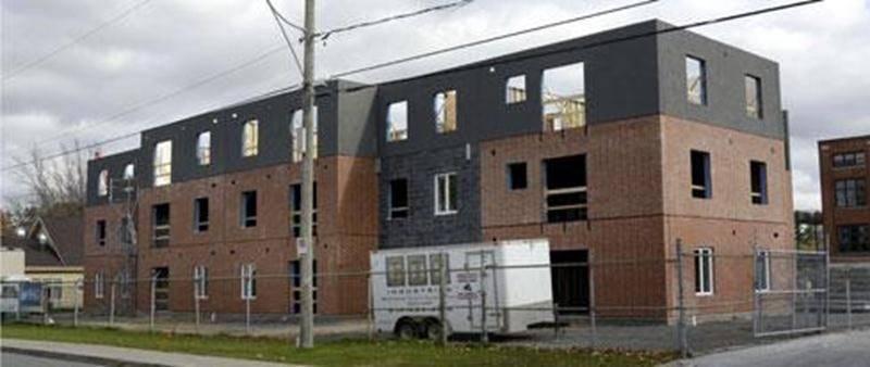 Un immeuble de 24 logements abordables destinés à des personnes de 55 ans et plus, à revenu faible ou modeste, est présentement en construction au 935, rue Morison.